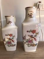 Hollóházi porcelán paradicsommadaras kocka váza  2 db