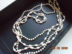 Fehér, hosszú,2 soros nyaklánc hosszúkás és gömbölyű gyöngyökből