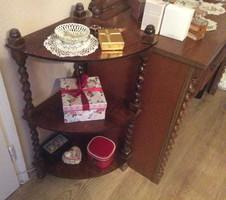 Szekrénysor ,fésülködő asztal,asztal , polc