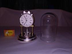 Üveg búrás asztali óra