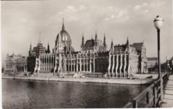 Országház a Kossuth-hídról fényképezve