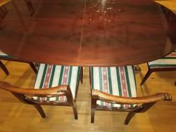 Mahagóni étkezőasztal székekkel