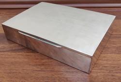 Nagy méretű ezüst doboz, osztott fa belsővel