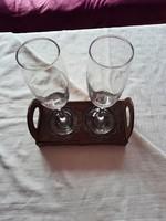 Pezsgőspoharak, egyedi tálcán