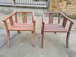 Különleges formájú kerti szék