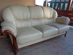 Bőr kanapé fakeretben