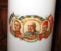 AKCIÓS ÁRON!  I.VILÁGHÁBORÚS TEJÜVEG VÁZA A SZÖVETSÉGESEK /Ferenc József, Vilmos, Mehmed/ ARCKÉPÉVEL