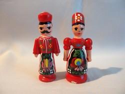 Kézzel Kalocsai mintával festett fa bábu páros piros 8,5 cm magas