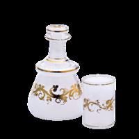 Likőrös palack dugóval és pohár