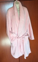 Női köntös ,fürdő köpeny teljesen új. Finom puha kellemes viselet színe hamvas rózsazsín.