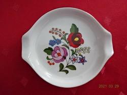Kalocsai porcelán hamutál, kézzel festett virág motívummal, átmérője 9 cm.