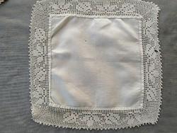 Gyönyörű, antik, horgolt szegélyű batiszt zsebkendő
