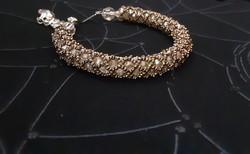 Karkötő 18 cm, aranybarna színű kristályokból készült pompás alkalmi viselet, swarovski