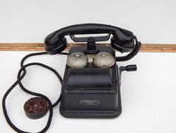 Régi tekerős külső csengős telefon
