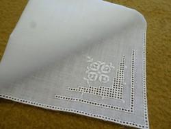 Hófehér csipkés zsebkendő, keszkenő.