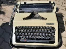 Erika írógép eredeti fekete bőr táskájában