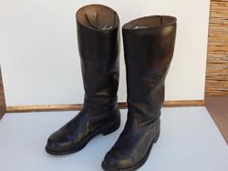 Magas szárú fekete bőrcsizma, régi tiszticsizma szép állapotban 40 -41 es eladó.