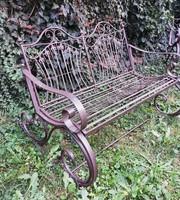 Kovácsoltvas kerti hintpad
