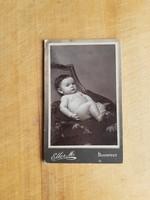 Budapesti babaportré a századelőről, keményhátú, kisalakú -  Eller Mór