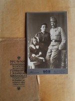"""Hibátlan T1/2, budapesti fotó 1915,tokkal - katona, család, kitüntetés, """"világháború emlékéül1915"""""""