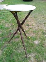 Antik faragott három lábú kis asztal, posztamens vagy virágtartó