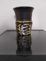 Gorka Lívia váza nonfiguratív dekorral