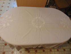 Fehér asztalterítő fehér kalocsai tulipános kézi hímzéssel 150x142 cm