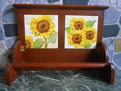 Papírtörlő kéztörlő tartó fali fa napraforgós csempés 30*22*10 cm