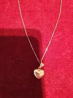 14karátos magyar fémjeles, 40 cm hosszú ,1,84 gramm súlyú, új arany lánc szív medállal eladó.