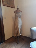 Gyönyörű tiszta selyem ruha. Arany - fekete színű..