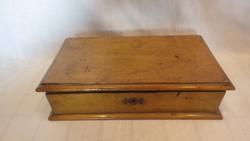 Antik zárható fa doboz