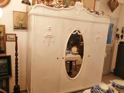 Szétszedhető 3ajtós fehér szekrény