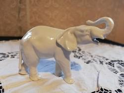 Eladó régi porcelán Schaubachkunst német fehér elefánt, felálló ormánnyal!
