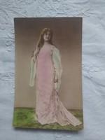 Antik kézzel színezett fotólap/képeslap hölgy rózsaszín ruhában, gyönyörű darab 1910 körüli