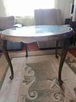 Csodás régi Chippendale asztal üveglappal, kecses lábakon, eredeti állapotban!