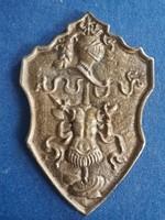 Címer bronzból