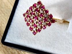 Arany gyűrű brill-rubin