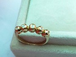 Button arany gyűrű brill kövekkel (14k)