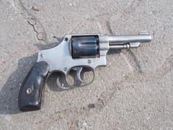 Smith and Wesson típusú revolver hatástalanítva