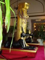 Aranyozott szobor, bútor, ékszer szekreter