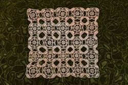 Horgolt csipke terítő kézimunka lakástextil dekoráció kis méretű terítő asztal közép 29 x 27 cm