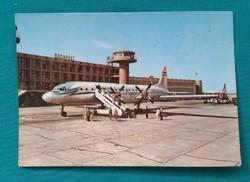 A  Malév IL-18 típusú turbólégcsavaros repülője a Ferihegyi Repülőtéren 1962,futott