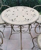 Kovácsoltvas kerti asztal
