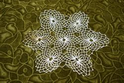 Horgolt csipke terítő kézimunka lakástextil dekoráció kis méretű terítő 23,5 x 20 cm