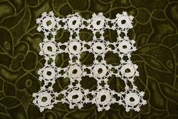 Horgolt csipke terítő kézimunka lakástextil dekoráció kis méretű terítő 15,5 x 17 cm