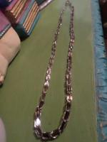 74 cm-es ,különleges , 2 rétegű / belül bordó / , hántolt üveggyöngyökből álló nyaklánc .