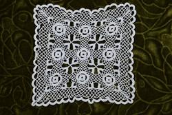 Horgolt csipke terítő kézimunka lakástextil dekoráció kis méretű terítő 16 x 16 cm