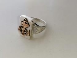 Ezüst egyedileg csináltatott nagyméretű ezüst pecsétgyűrű réz horgonnyal díszítve. 925 ös
