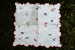 Hímzett mintás kis méretű terítő , régi lakástextil , dekoráció 27,5 x 25,5 cm