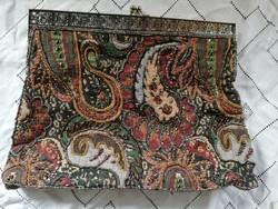 Eladó régi gobelinra gyöngy himzett gyönyörű táska selyem béléssel!